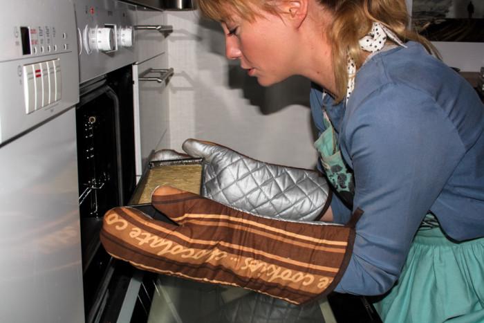 backvergn gen bananen nuss brot mit schokoladen topping. Black Bedroom Furniture Sets. Home Design Ideas