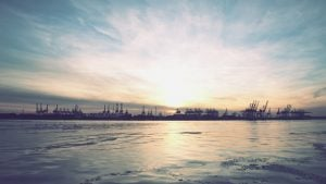 Kräne-Hafen-Sonnenuntergang-©-Florian-Schleinig