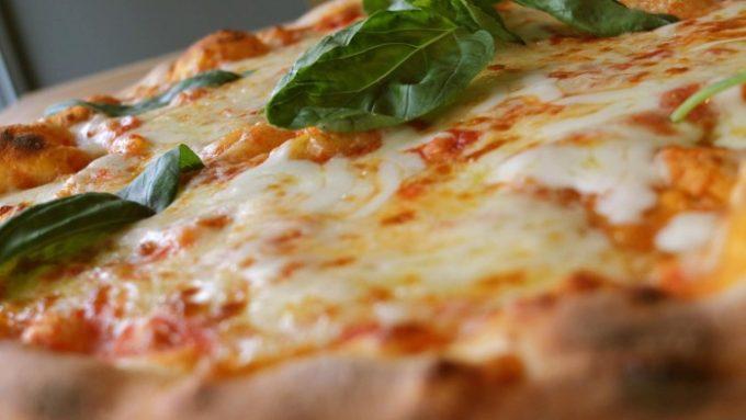 11 orte an denen ihr sauleckere pizza bekommt mit vergn gen hamburg. Black Bedroom Furniture Sets. Home Design Ideas