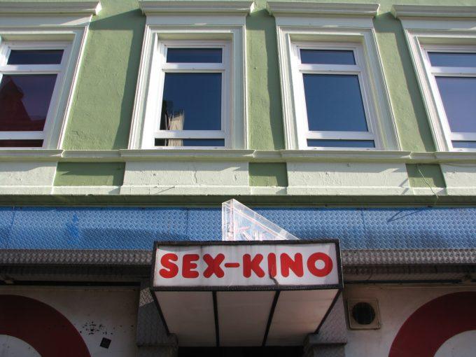 Was passiert eigentlich in Sexkinos auf St. Pauli?   Mit