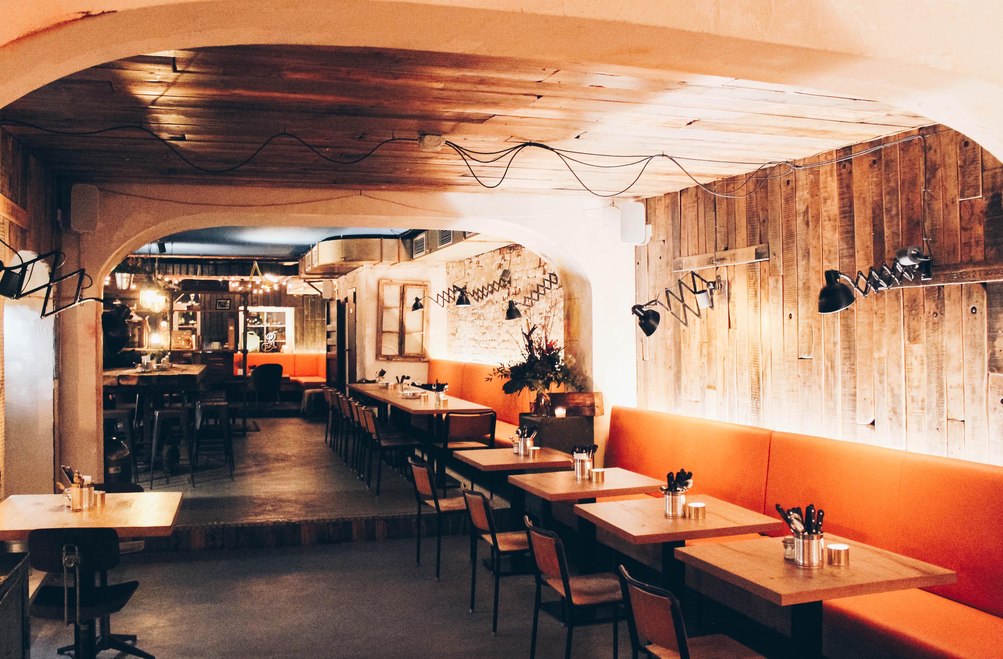 bestes barbecue und feine drinks in der brooklyn bbq bar mit vergn gen hamburg. Black Bedroom Furniture Sets. Home Design Ideas