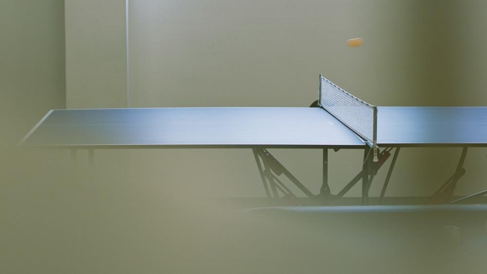 Tischtennis, Tischtennis spielen, Tischtennisplatte, Tischtennisball