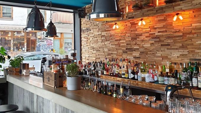 Der Tresen in der Med Bar.