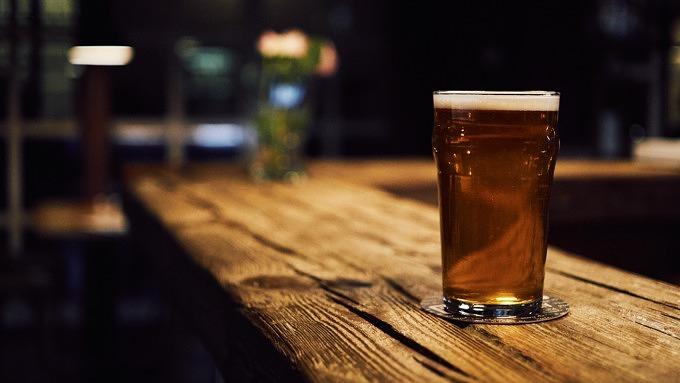 Bier auf dem Tresen